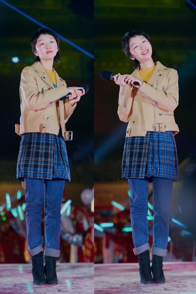 Cùng 1 chiếc áo: Angela Baby, Trương Quân Ninh trẻ ra cả chục tuổi, đến Châu Đông Vũ lại hơi khó nhận xét - Ảnh 6.