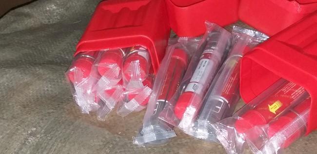 Cảnh sát 141 Hà Nội phát hiện chuyến xe chở hàng trăm quả pháo và túi xách của phụ nữ bị nhái hàng hiệu - Ảnh 8.