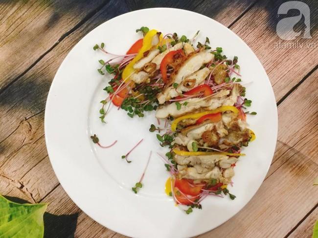 Thực đơn ăn kiêng chẳng sợ kém phong phú với 2 món salad ngon miễn bàn này - Ảnh 1.