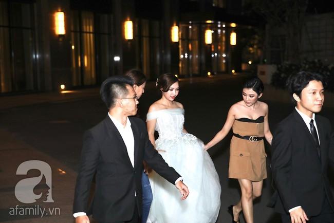 Đây là những khách mời showbiz hiếm hoi trong đám cưới của rapper Tiến Đạt tại Sài Gòn, không có Hari Won - Ảnh 6.