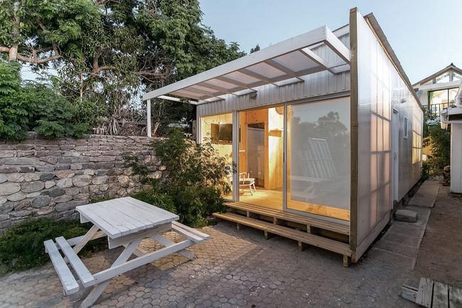 Ngôi nhà hot rần rần vì diện tích cực nhỏ và tiết kiệm chi phí nhờ làm từ chất liệu gỗ và Polycarbonate - Ảnh 1.