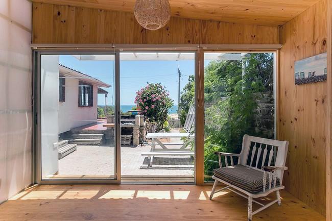 Ngôi nhà hot rần rần vì diện tích cực nhỏ và tiết kiệm chi phí nhờ làm từ chất liệu gỗ và Polycarbonate - Ảnh 2.