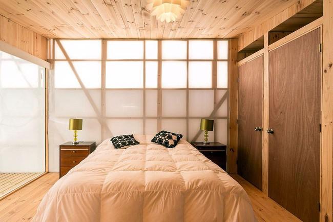 Ngôi nhà hot rần rần vì diện tích cực nhỏ và tiết kiệm chi phí nhờ làm từ chất liệu gỗ và Polycarbonate - Ảnh 5.