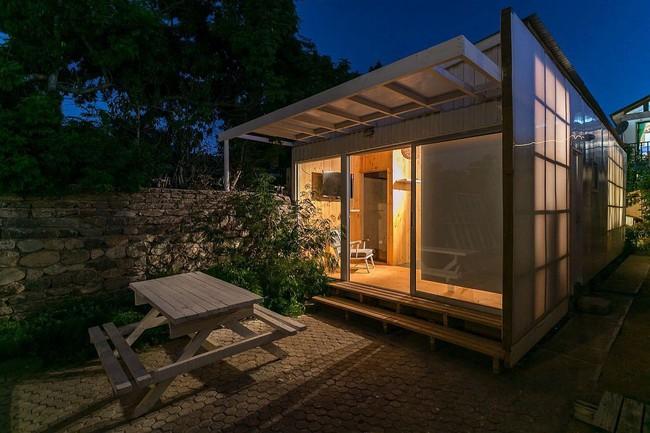 Ngôi nhà hot rần rần vì diện tích cực nhỏ và tiết kiệm chi phí nhờ làm từ chất liệu gỗ và Polycarbonate - Ảnh 6.