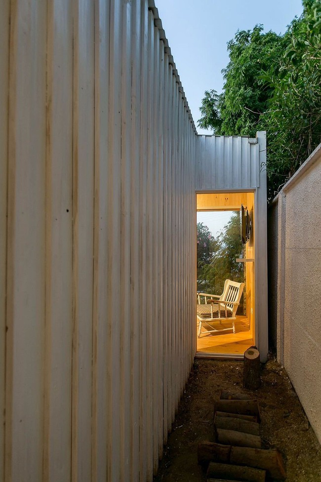 Ngôi nhà hot rần rần vì diện tích cực nhỏ và tiết kiệm chi phí nhờ làm từ chất liệu gỗ và Polycarbonate - Ảnh 8.