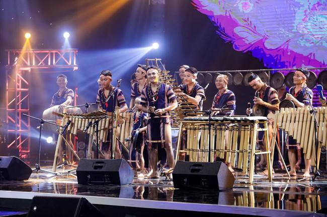 Xuân Bắc bị chế giễu trên sóng truyền hình vì nhầm thể loại nhạc tại Ban nhạc Việt - Ảnh 1.