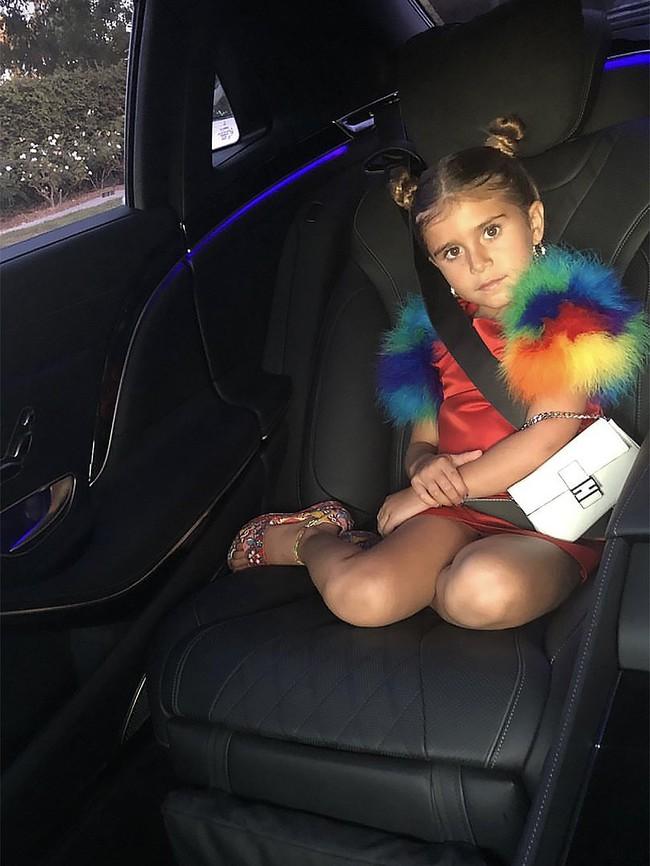 Chẳng phải Suri hay Harper, các bé gái nhà Kardashian mới là công chúa mê túi hiệu sang chảnh bậc nhất showbiz! - Ảnh 11.