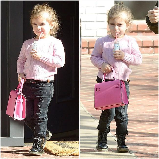 Chẳng phải Suri hay Harper, các bé gái nhà Kardashian mới là công chúa mê túi hiệu sang chảnh bậc nhất showbiz! - Ảnh 12.