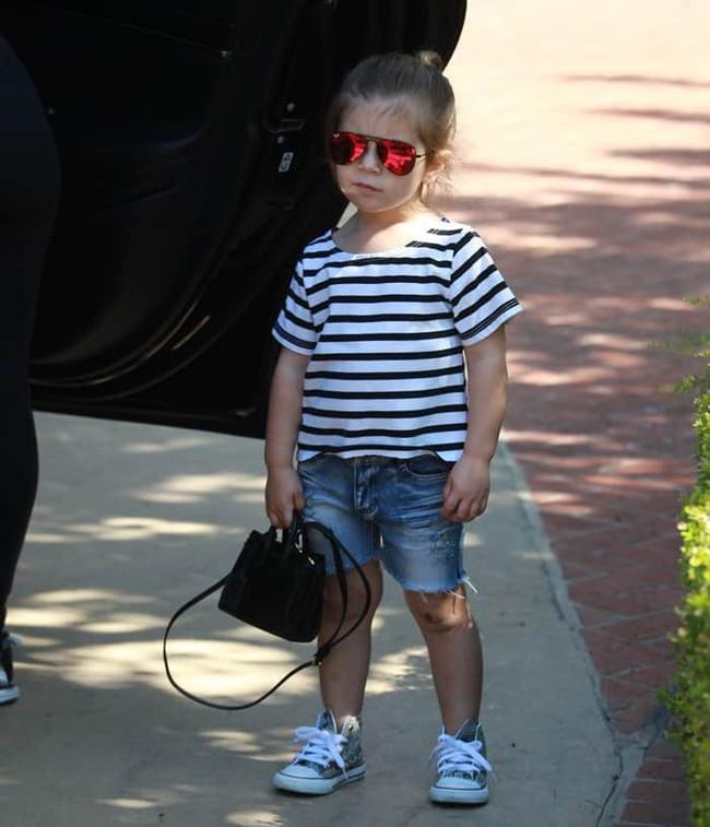 Chẳng phải Suri hay Harper, các bé gái nhà Kardashian mới là công chúa mê túi hiệu sang chảnh bậc nhất showbiz! - Ảnh 16.