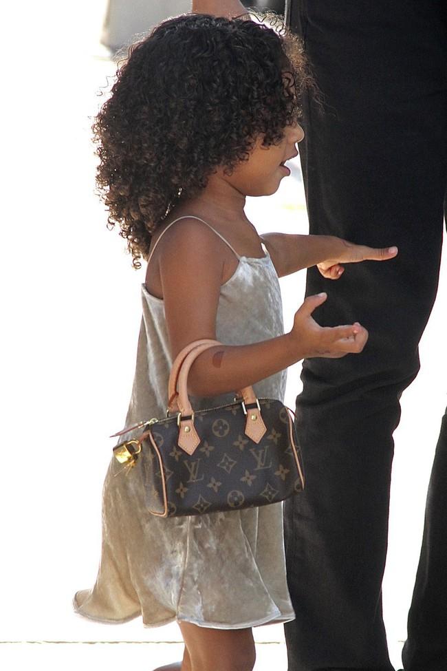 Chẳng phải Suri hay Harper, các bé gái nhà Kardashian mới là công chúa mê túi hiệu sang chảnh bậc nhất showbiz! - Ảnh 3.