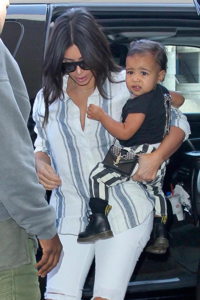 Chẳng phải Suri hay Harper, các bé gái nhà Kardashian mới là công chúa mê túi hiệu sang chảnh bậc nhất showbiz! - Ảnh 4.