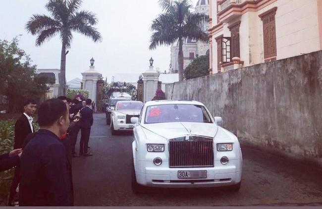 Xôn xao hình ảnh cô dâu vàng đeo trĩu cổ, đám cưới xuất hiện 2 siêu xe Rolls-Royce - Ảnh 5.
