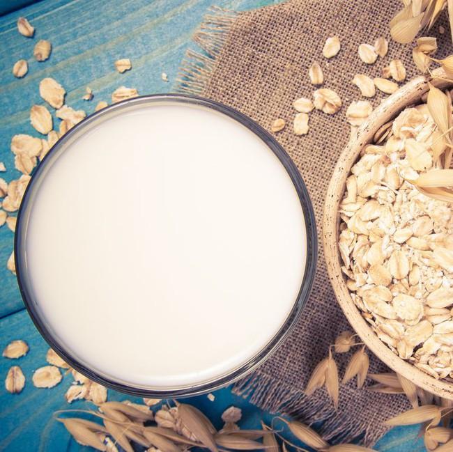 Dùng sữa yến mạch thường xuyên và bạn sẽ nhận được những điều tuyệt vời đến không ngờ - Ảnh 1.