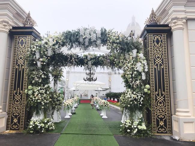 Nhan sắc lộng lẫy, gia thế đáng gờm của cô dâu sống trong lâu đài, đám cưới ngập vàng ở Nam Định - Ảnh 2.