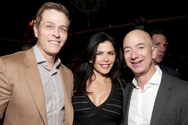 """Tiết lộ mới gây sốc: Ông chủ Amazon đã bị nhân tình cho vào  """"tầm ngắm"""" ngay từ lần đầu gặp mặt - Ảnh 1."""