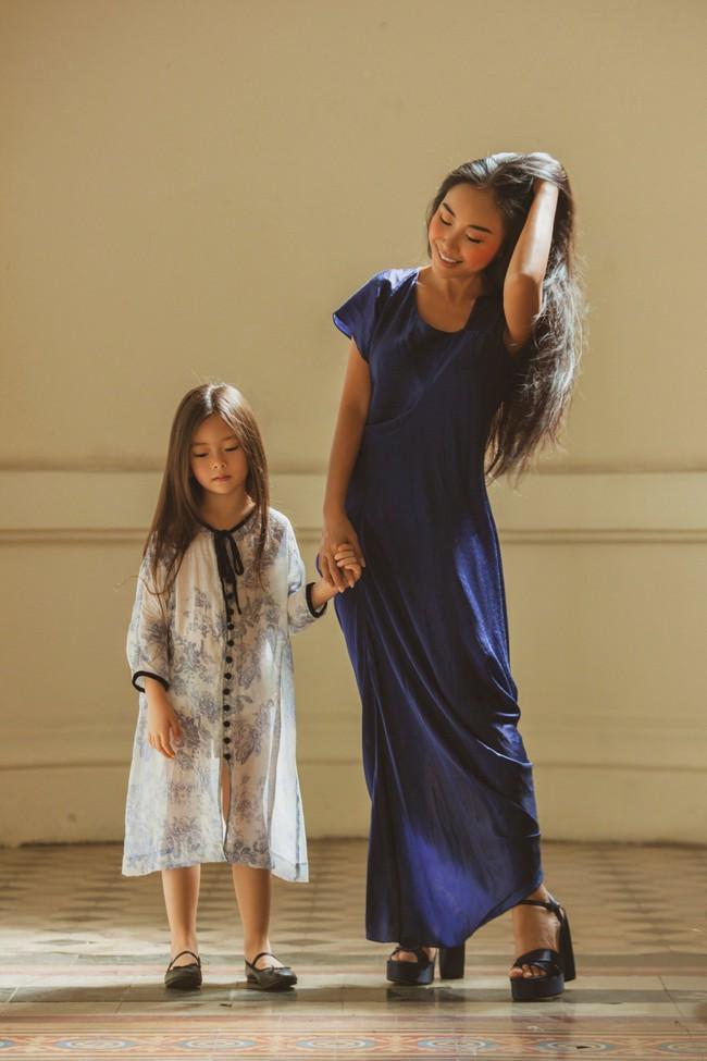Mẹ Đoan Trang lần đầu thử sức làm người mẫu cùng con gái - Ảnh 9.