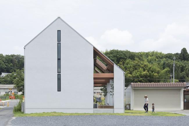 Ngôi nhà cấp 4 ở Nhật có mái hiên rộng để nghe nắng mưa, cảm nhận vị ấm của hạnh phúc gia đình - Ảnh 1.