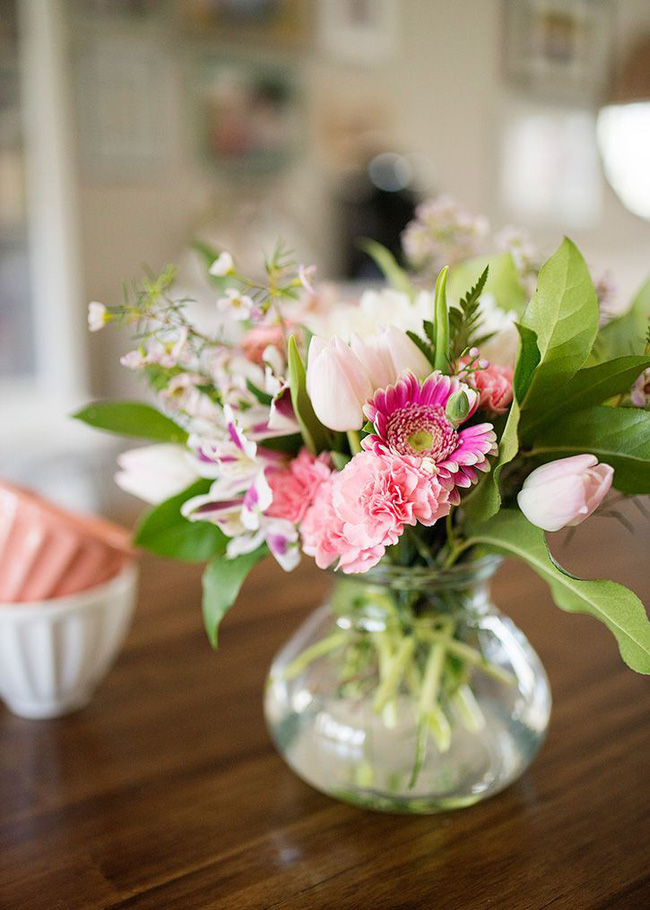 Những cách cắm hoa vừa dễ vừa đẹp trang trí nhà dịp Tết - Ảnh 12.