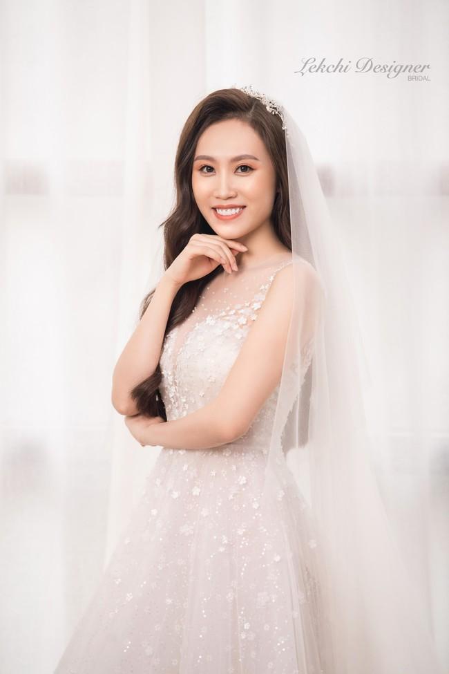 NSND Trung Hiếu phong độ, vợ trẻ kém 19 tuổi xinh như công