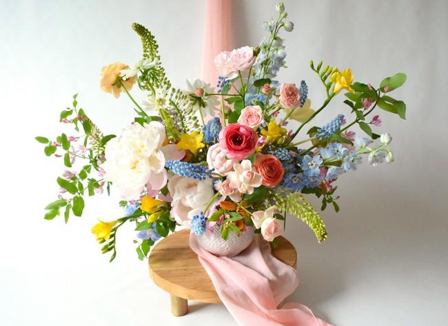Những cách cắm hoa vừa dễ vừa đẹp trang trí nhà dịp Tết - Ảnh 7.