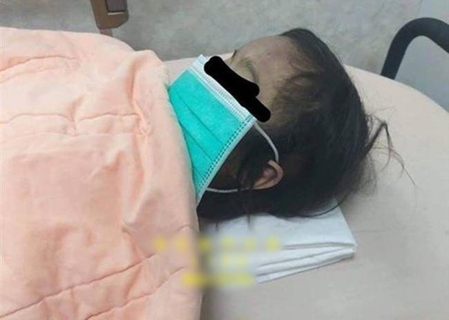 Bé gái bất ngờ ọc sữa rồi tử vong, kiểm tra thi thể em thì phát hiện nghi phạm không ai khác chính là người mẹ 17 tuổi - Ảnh 1.