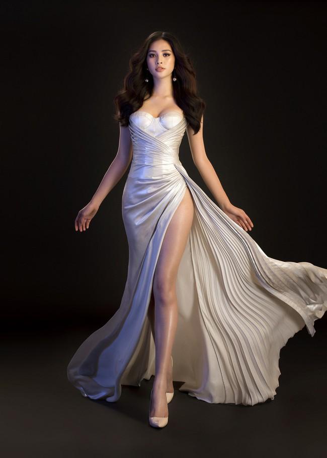 Mới đăng quang, Tiểu Vy đã diện váy xẻ siêu cao, đọ sắc với Đỗ Mỹ Linh mặc đầm cut-out bạo không kém - Ảnh 4.