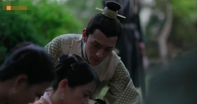 Muốn lấy chồng giàu, chị gái Triệu Lệ Dĩnh giả làm người hầu, trốn nhà đi gặp trai trẻ  - Ảnh 4.