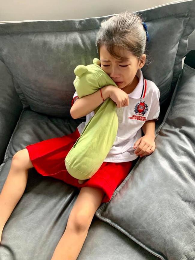 Con gái khóc không muốn đi học, mẹ Ốc Thanh Vân lại cho phép lười biếng tí chả sao và cái kết bất ngờ - Ảnh 2.
