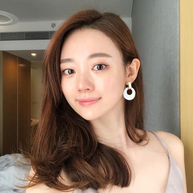 Nhờ 5 bước skincare buổi sáng, các quý cô xứ Hàn luôn duy trì được làn da căng mịn mướt mát nguyên cả ngày dài - Ảnh 1.