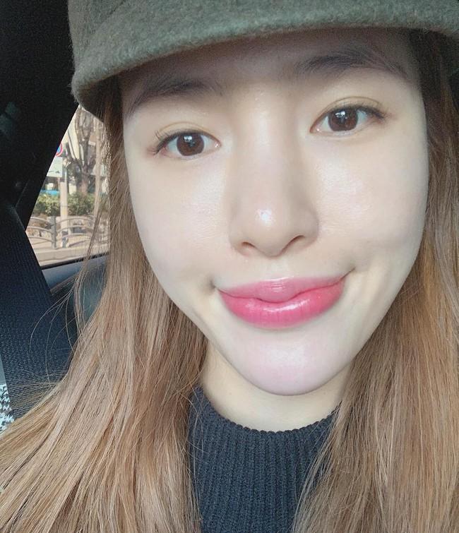 Nhờ 5 bước skincare buổi sáng, các quý cô xứ Hàn luôn duy trì được làn da căng mịn mướt mát nguyên cả ngày dài - Ảnh 2.