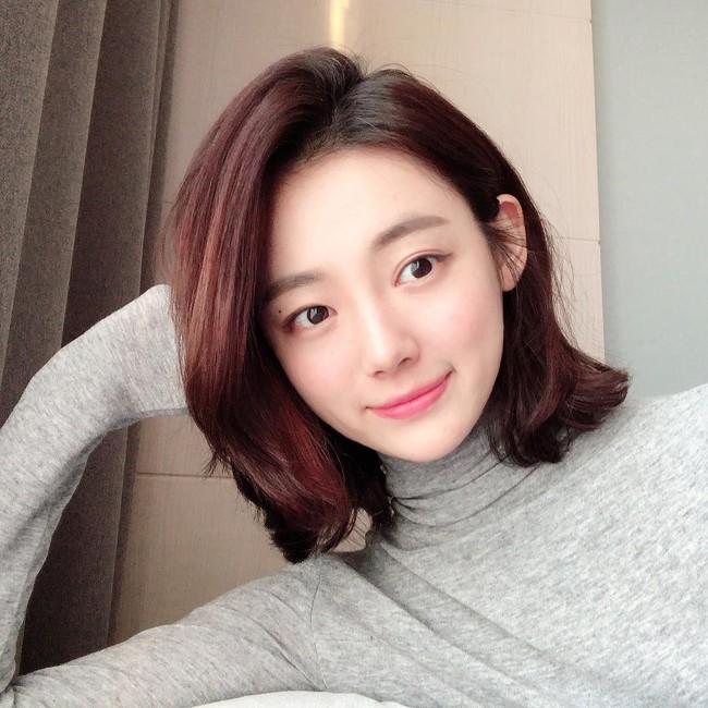 Nhờ 5 bước skincare buổi sáng, các quý cô xứ Hàn luôn duy trì được làn da căng mịn mướt mát nguyên cả ngày dài - Ảnh 3.