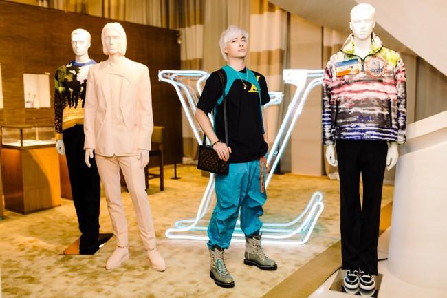 Lý Quí Khánh là đại diện duy nhất của Việt Nam được đích thân Louis Vuitton mời sang Pháp dự show - Ảnh 5.