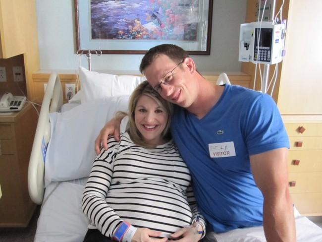 Suýt thiệt mạng vì sinh non 3 bé, người mẹ lại phải chịu đựng thêm cú sốc suốt đời không thể quên này - Ảnh 1.