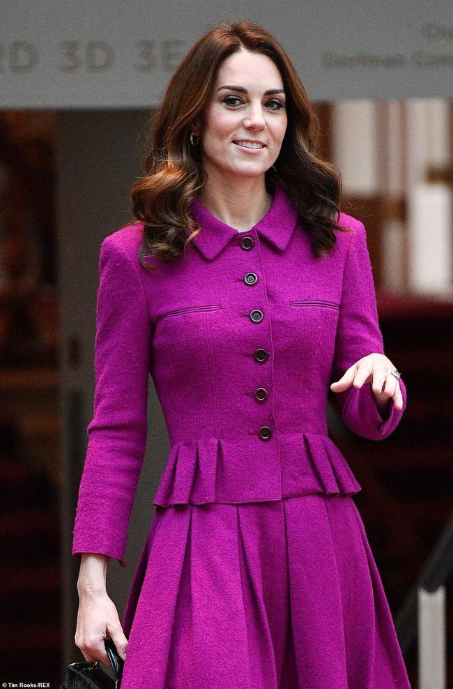 Công nương Kate Middleton bị nghi bắt chước em dâu Meghan Markle, nhưng sự thật đáng ngưỡng mộ sau đó là gì? - Ảnh 1.