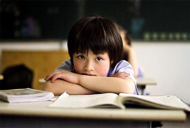 Thấy con có những biểu hiện này cha mẹ càng nên lưu ý vì đó là dấu hiệu con có vấn đề về học tập - Ảnh 3.