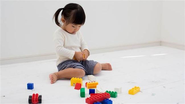 Hậu quả khôn lường từ tư thế ngồi vô cùng phổ biến ở trẻ nhỏ - Ảnh 2.