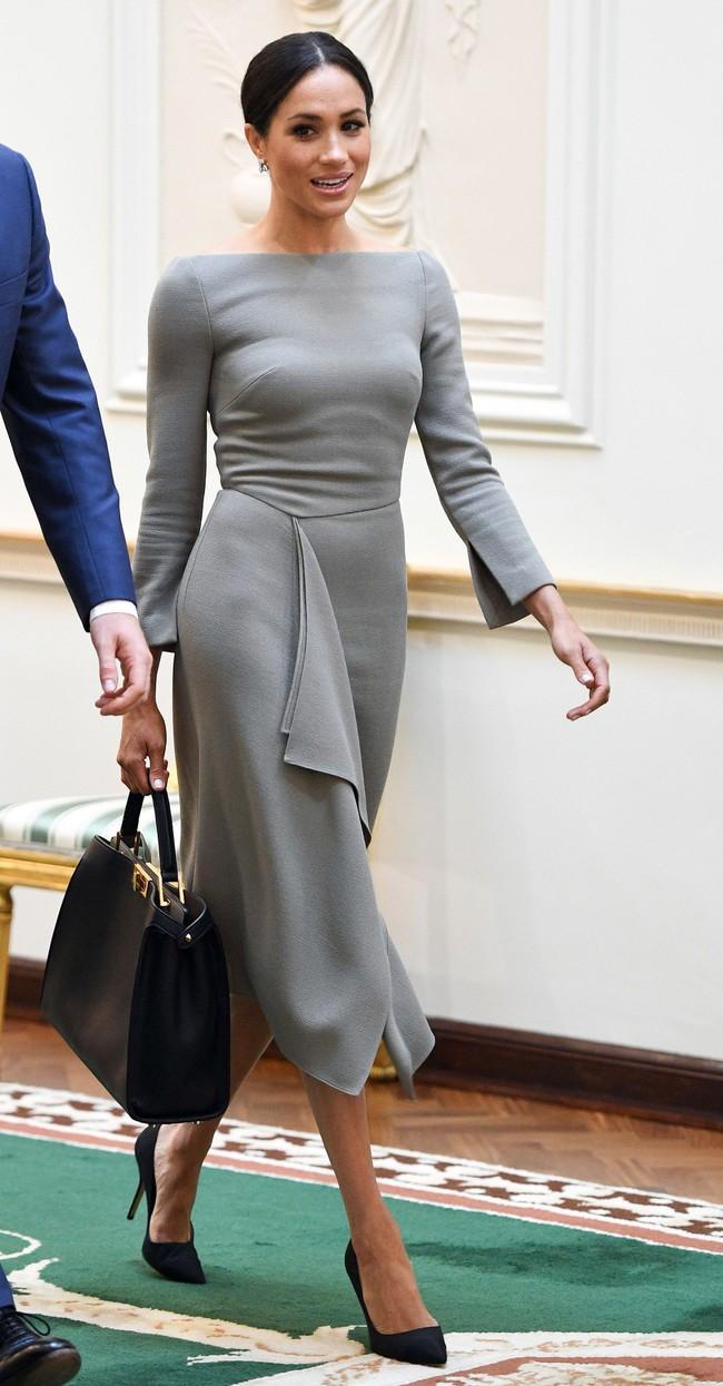 Meghan Markle chi hơn 1,1 tỷ đồng để mua 38 chiếc túi trong năm qua nhưng không phải tất cả đều là đồ hiệu cao cấp - Ảnh 2.