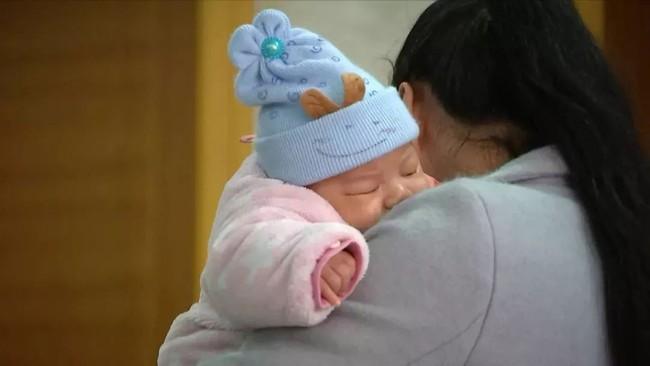 Sáng ra ngủ dậy thấy con 3 tháng tuổi đã chết, cha mẹ kinh hoàng khi biết được nguyên nhân thật sự đằng sau - Ảnh 1.