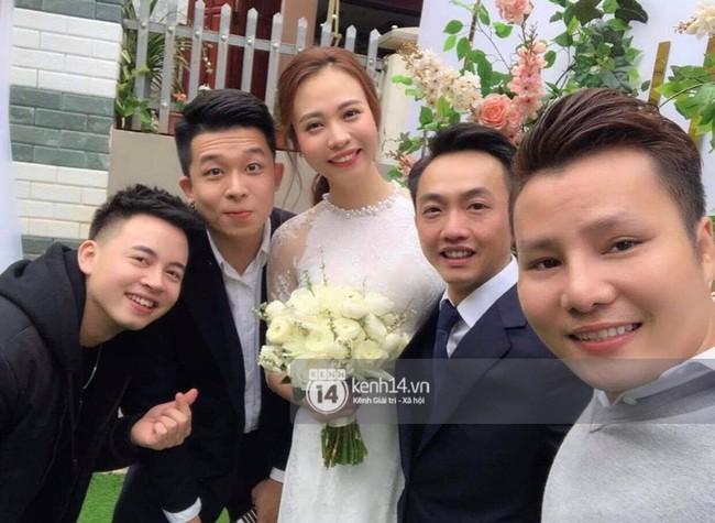 Đàm Thu Trang diện áo dài trắng, make up nhẹ như không, đơn giản hơn hẳn so với 2 cô bạn thân trước đó - Ảnh 4.