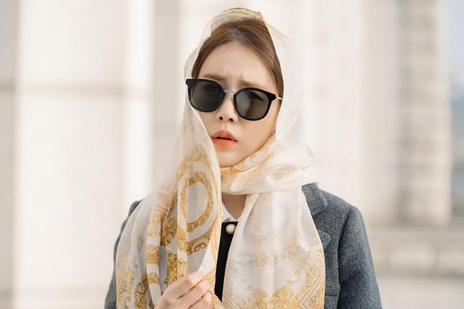 Yoo In Na quấn khăn kín mít, xuất hiện đầy hài hước trong phim mới - Ảnh 2.