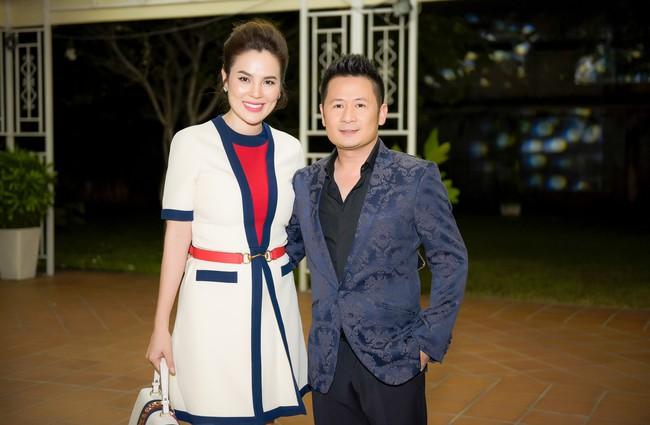 Hoa hậu từng gây sốt vì rửa chân cho chồng Phương Lê thân mật bên Bằng Kiều  - Ảnh 4.