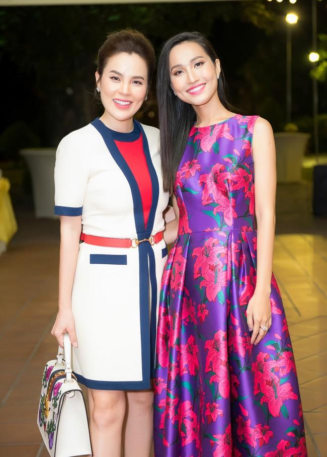 Hoa hậu từng gây sốt vì rửa chân cho chồng Phương Lê thân mật bên Bằng Kiều  - Ảnh 2.