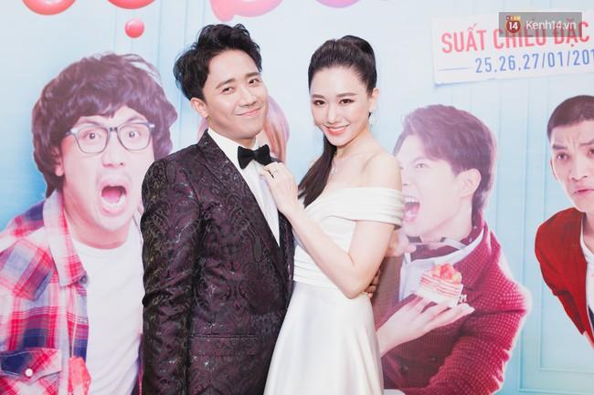 Trong khi Hari Won mặc lại váy cưới của Nhã Phương thì Trấn Thành lại chơi lớn với set đồ gần 1,5 tỷ đồng ở sự kiện - Ảnh 1.