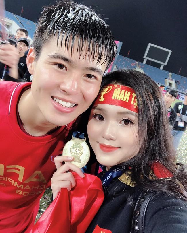 Tết chưa đến, Quỳnh Anh đã được bạn trai quốc dân Duy Mạnh tặng túi Chanel Boy trăm triệu, khiến hội chị em ghen tị hết sức - Ảnh 2.