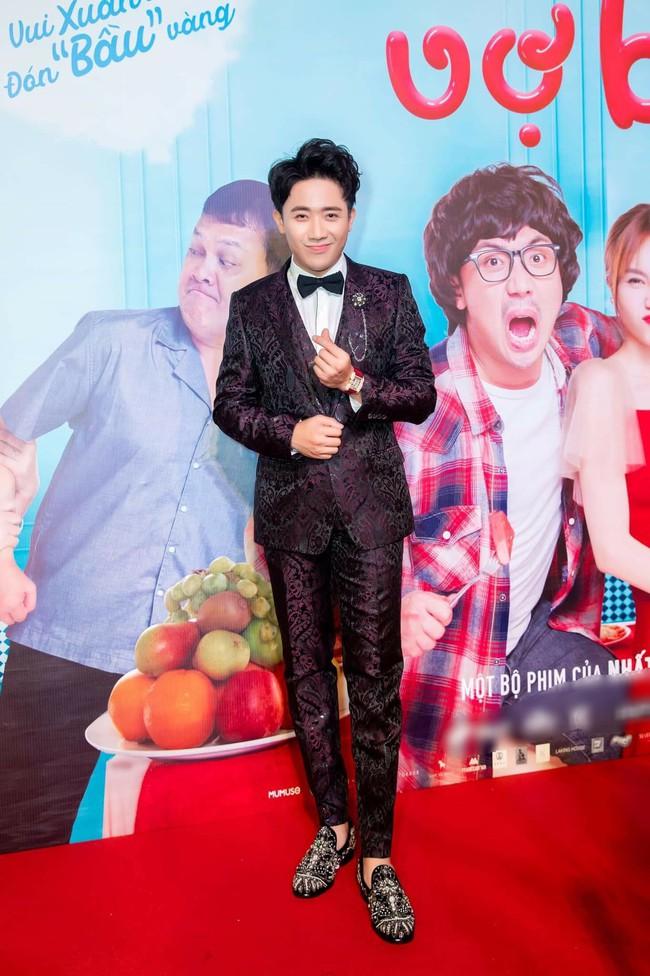 Trong khi Hari Won mặc lại váy cưới của Nhã Phương thì Trấn Thành lại chơi lớn với set đồ gần 1,5 tỷ đồng ở sự kiện - Ảnh 5.