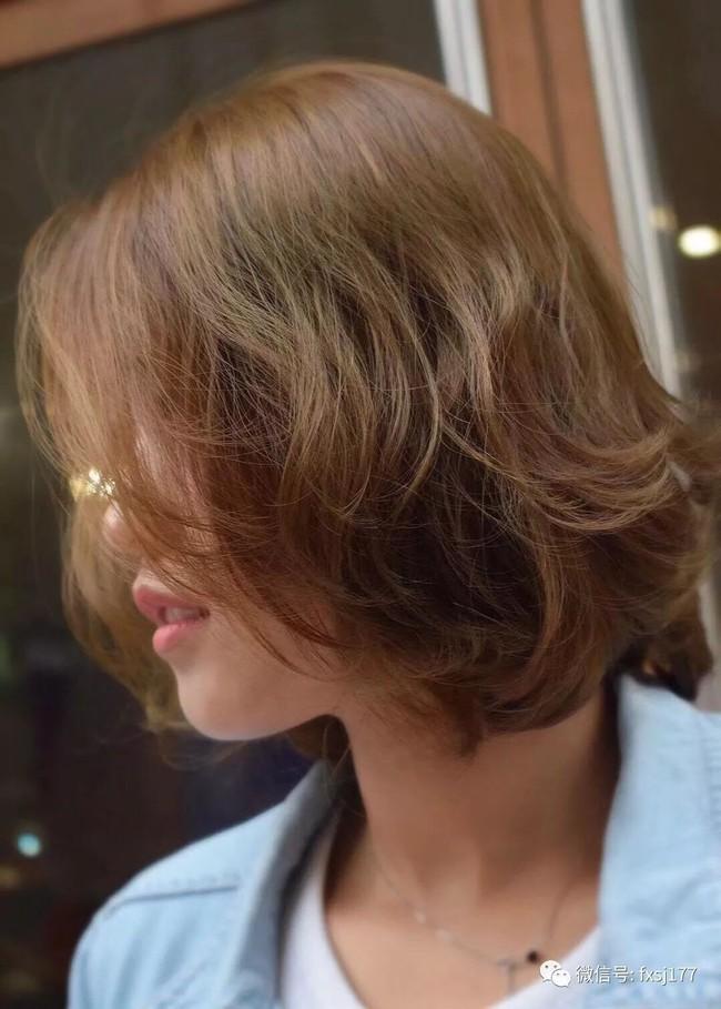 Dù tóc ngắn thì vẫn có 4 kiểu uốn xoăn đẹp quên sầu mà không già chút nào để chị em điệu đà diện Tết - Ảnh 13.
