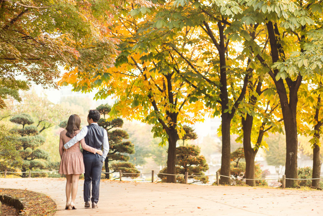Trọn bộ ảnh cưới ngập tràn sắc vàng mùa thu Hàn Quốc của rapper Tiến Đạt và vợ mới cưới Thụy Vy - Ảnh 6.