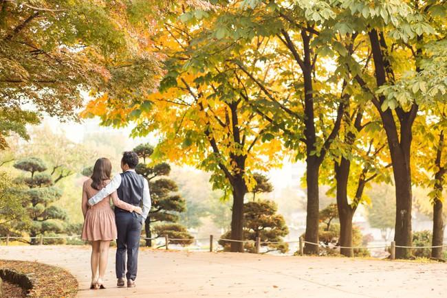 Trọn bộ ảnh cưới ngập tràn sắc vàng mùa thu Hàn Quốc của rapper Tiến Đạt và vợ mới cưới Thụy Vy - Ảnh 4.