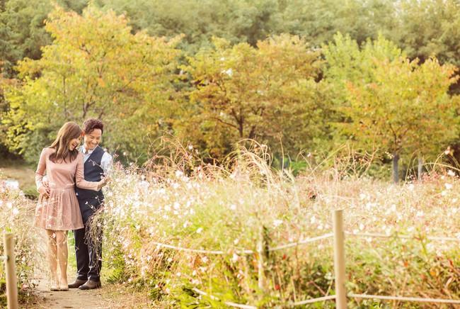 Trọn bộ ảnh cưới ngập tràn sắc vàng mùa thu Hàn Quốc của rapper Tiến Đạt và vợ mới cưới Thụy Vy - Ảnh 2.