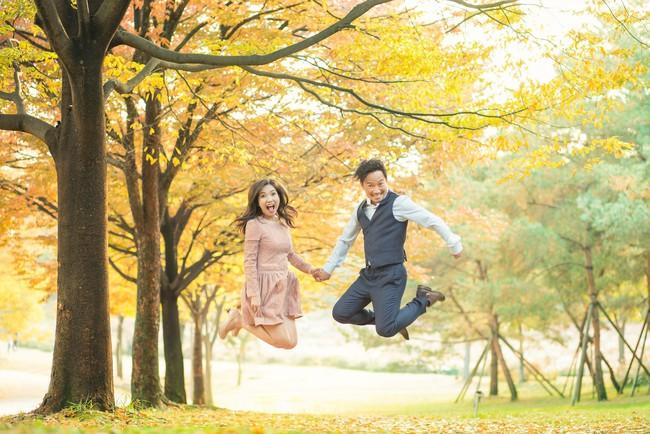 Trọn bộ ảnh cưới ngập tràn sắc vàng mùa thu Hàn Quốc của rapper Tiến Đạt và vợ mới cưới Thụy Vy - Ảnh 11.